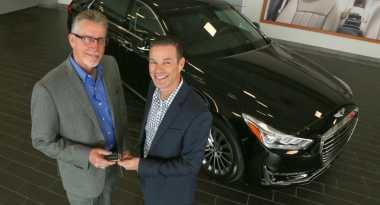 Inilah Orang Pertama Pemilik Hyundai Genesis