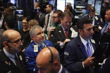 \      Wall Street Melemah di Tengah Kenaikan Data Pekerjaan\
