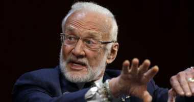Buzz Aldrin Dievakuasi dari Kutub Selatan