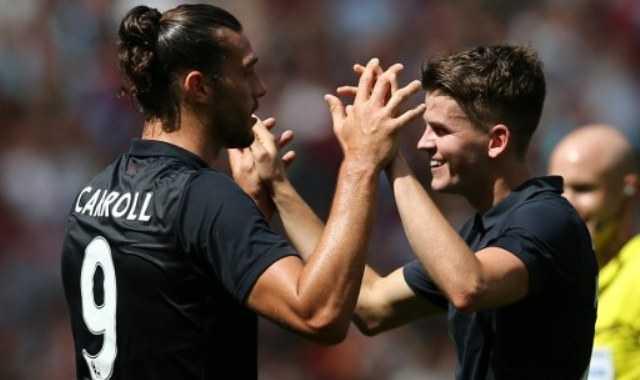 Carroll Bawa West Ham Perkecil Kedudukan dari Arsenal