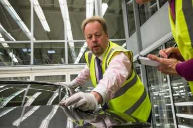 CEO Aston Martin Cek Langsung Kualitas Produksi 1.000 DB11s