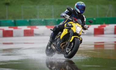 Bahaya Hydroplaning saat Berkendara di Tengah Guyuran Hujan