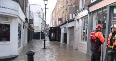 Banjir London Jadi Topik Hangat di Internet