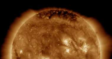NASA Jepret Penampakan Wajah Matahari 'Tersenyum'