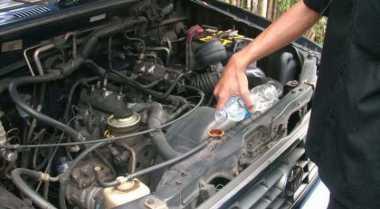 Aturan Mengisi Tangki Cadangan Radiator Mobil