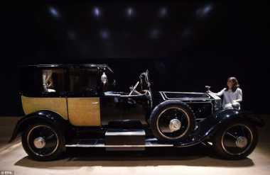 Rolls-Royce Phantom Terinspirasi dari Ratu Marie Antoniette Laku Rp9,5 M