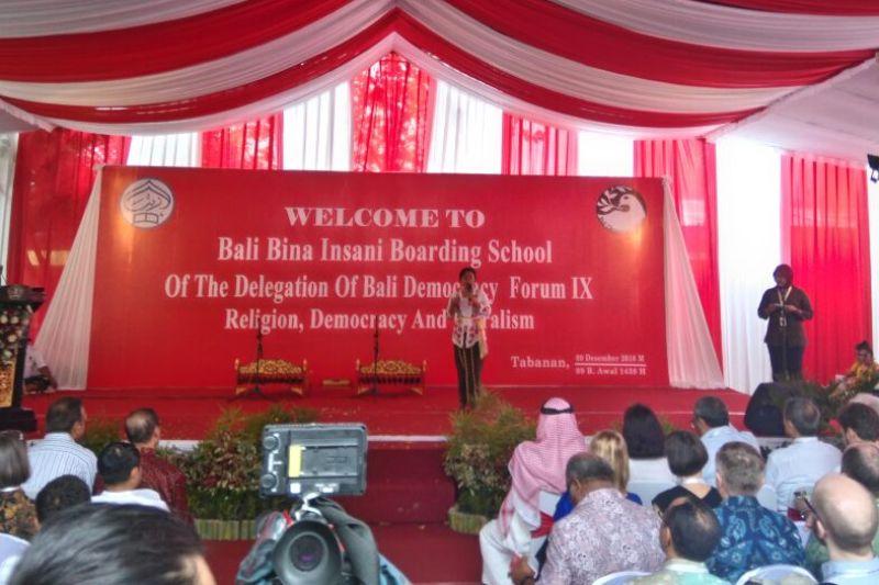 Menlu: Delegasi Bali Democracy Forum 2016 Antusias Kunjungi Pesantren