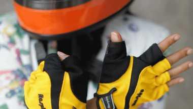 Pentingnya Safety Gear saat Bermotor di Tengah Hujan