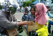 Puluhan Mahasiswi Cantik Rela Panas-panasan demi Korban Gempa Aceh