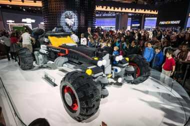 Replika Mobil Batman Ini Dibuat dari 344 Ribu Bata Lego