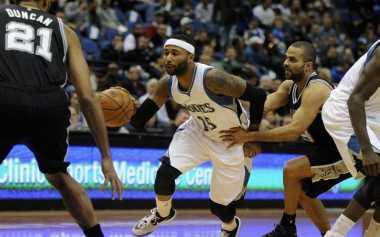 Spurs Bungkam Timberwolves, Lakers Kembali Terima Hasil Negatif