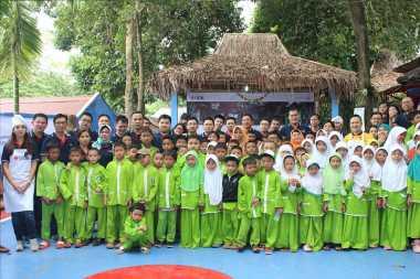 \UOB Indonesia Bantu Sekolah Madrasah Ibtidaiah Alam Robbani\