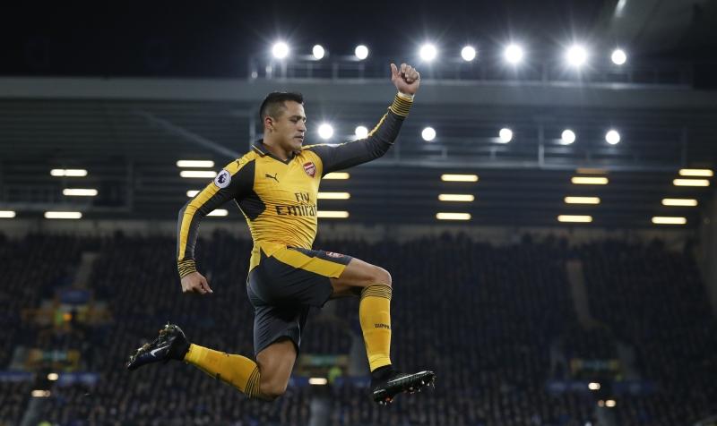 Henry Harap Sanchez Bertahan di Arsenal