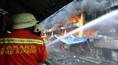 \TERPOPULER: Kerugian Pedagang Baju Bekas Pasar Senen Capai Miliaran\