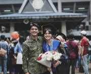 FOTO: Demi Cinta dan Gelar S2, Ricky Harun Rela Temani Istri <i>Begadang</i>