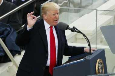 Belum Seminggu Dilantik, Donald Trump Panggil Bos Produsen Mobil AS