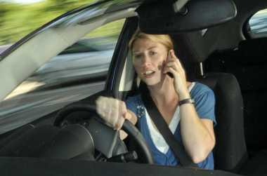 Menyetir sambil Gunakan Ponsel, 8 Ribu Pengemudi Ditilang