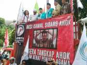 Muncul di Tengah Kerumunan, Taufik Ismail Bacakan Puisi & Berharap Ahok Ditahan
