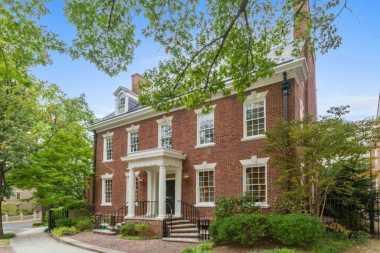 \TERPOPULER: 8 Keistimewaan Lingkungan Rumah Baru Keluarga Obama\