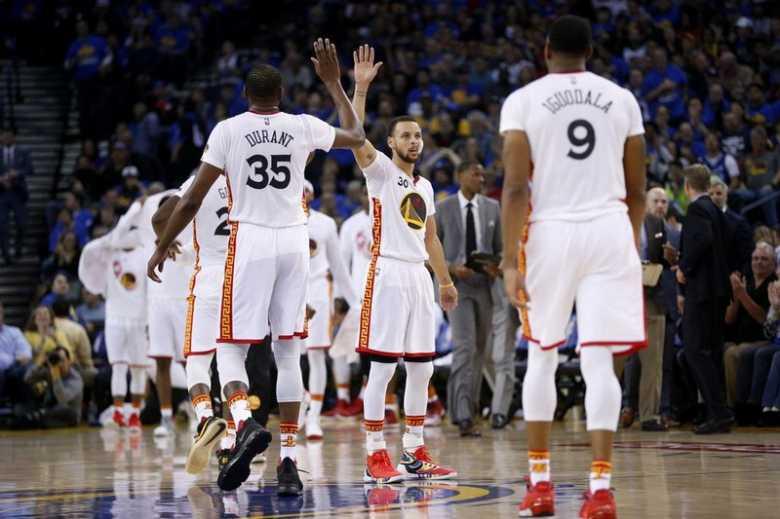 Golden State Warriors Hancurkan Chicago Bulls di Oracle Arena
