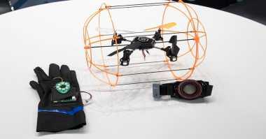 Menerbangkan Drone Kini Bisa Hanya dengan Gerakan Tangan