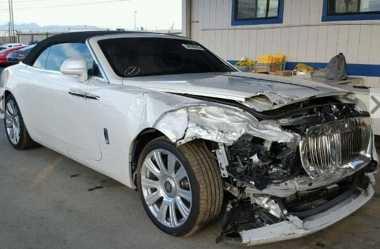 Masih Ringsek, Rolls-Royce Kris Jenner Bekas Kecelakaan Dijual