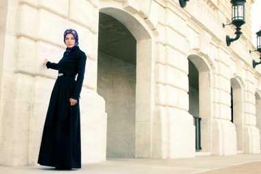Baru Berhijab Tak Harus Beli Baju Muslim Baru, Coba Trik Siasati Busana Lama agar Menutupi Aurat dengan Sempurna