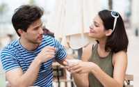 Ingin Jadi Pacar Romantis, Deretan Lagu Ini Bisa Banget untuk Ngelamar si Dia!