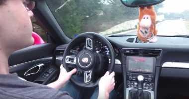Diretas, Game Doom Bisa Dimainkan di Mobil Porsche
