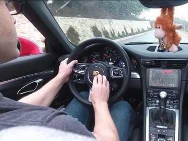 Pria Ini Main Video Game Menggunakan Mobil Sungguhan sebagai Kontroler