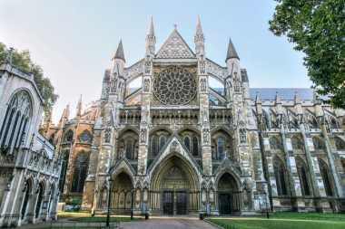 \Arsitektur Katedral Ini Ingatkan Kita dengan Sekolah Harry Potter\