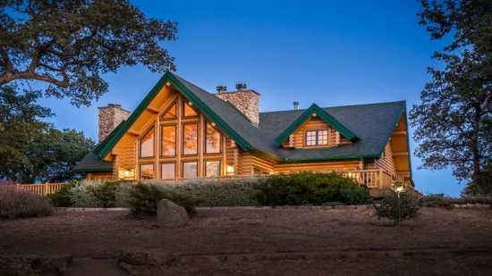 Rumah Ternak dengan 7 Danau dan 2 Helipad Dijual Rp213 M