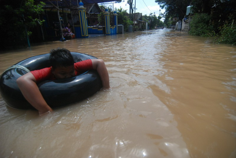 Banjir di Jombang Mulai Surut, Warga Kini Butuh Air Bersih