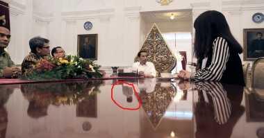 """Netizen Dikejutkan dengan """"Penampakan"""" di Foto Jokowi"""