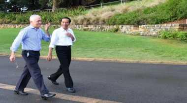 \Mesranya Presiden Jokowi dan PM Australia Berjalan Bersama\