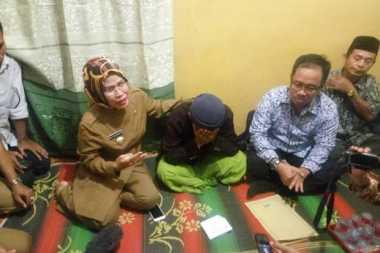 Bupati Serang Sambangi Keluarga Siti Aisyah