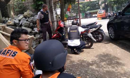 Detik-Detik Diduga Pelaku Bom di Bandung Masuk ke Kantor Kelurahan Arjuna