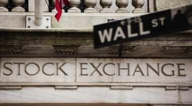 \Wall Street Tertahan Jelang Pidato Perdana Trump   \