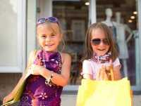Ternyata Anak Sulung dan Bungsu Punya Kebiasaan Berbeda lho saat Shopping