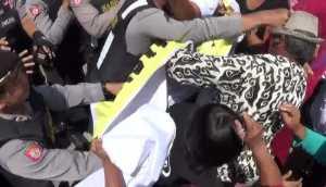 Demo Tuntut KIS di Jombang Ricuh, Pria Lansia Dipukul Polisi