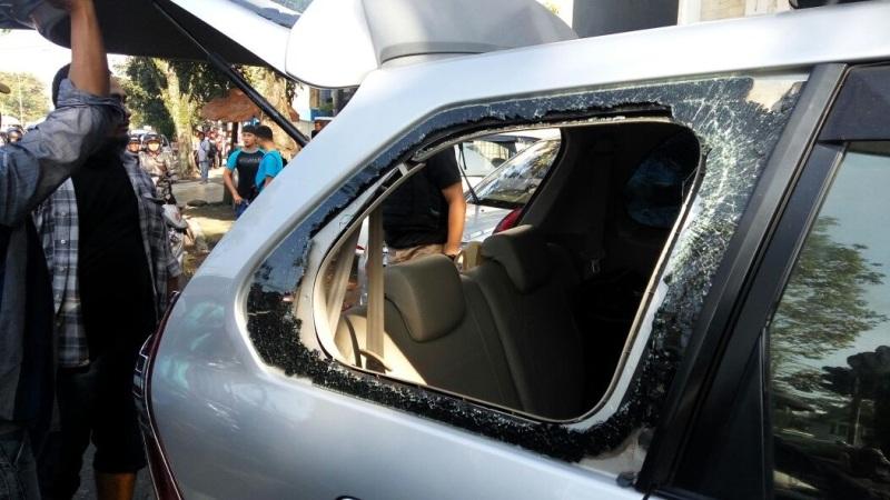 Cerita Miris Korban yang Mobilnya Dirusak Massa Sopir Angkot di Bandung