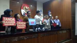 Bawa Lentera, Forum Rektor Indonesia dan Guru Besar Tolak Revisi UU KPK