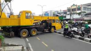 Wah.. Crane Mogok, Depok Arah Jakarta Sempat Macet Parah