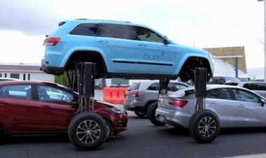 Keren, Jeep Grand Cherokee Antimacet Bisa Kangkangi Mobil Lain