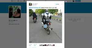 Kocaknya 'Robocop Made in Indonesia' Naik Motor di Jalanan