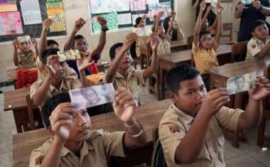 Hore! SD dan SMP Sulsel Pekan Ini Terima Dana BOS