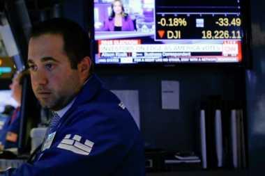 \Kejatuhan Saham Google Pimpin Penurunan Wall Street\