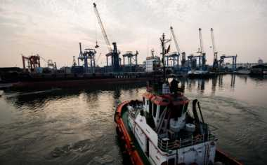 \Industri Keluhkan Sepinya Muatan Kapal Laut\