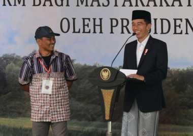 \Tak Berikan Layanan Terbaik, Jokowi akan Copot Petugas pada Program Bantuan Sosial Nontunai\