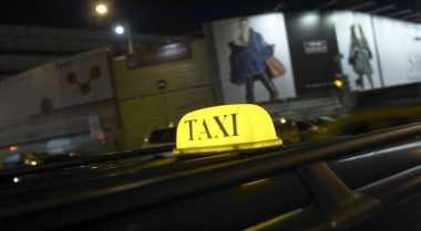 \BUSINESS HITS: Taksi Online Tak Selamanya Beri Tarif Murah\
